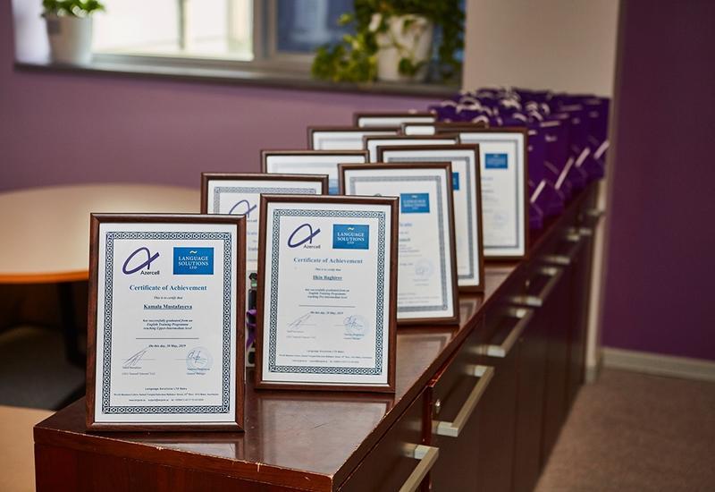 Azercell наградил победителей курсов английского языка, организованных для журналистов