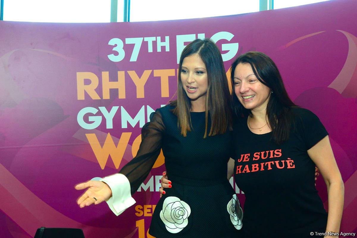 В Баку на аукционе гимнастическая лента Яны Батыршиной продана за 2500 евро