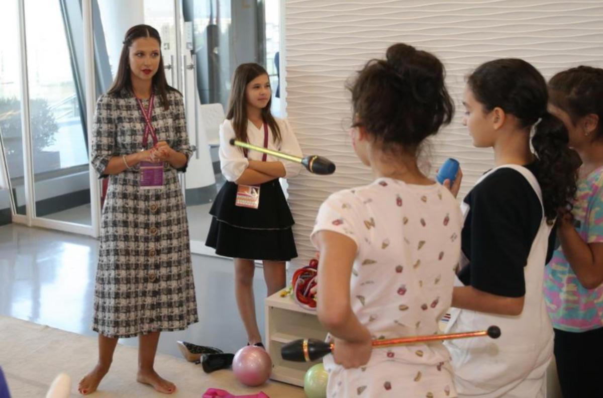 Яна Батыршина провела мастер-класс в зале Национальной арены гимнастики в Баку