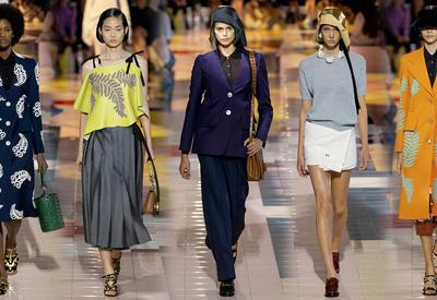 """Новый принт и еще больше костюмов в коллекции Prada <span class=""""color_red"""">- ФОТО</span>"""