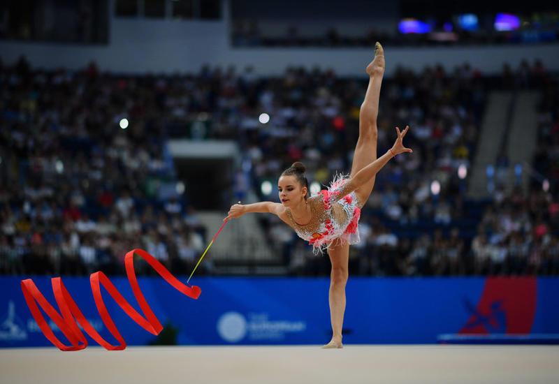 Дина Аверина заняла первое место на Чемпионате мира в Баку в упражнении с лентой