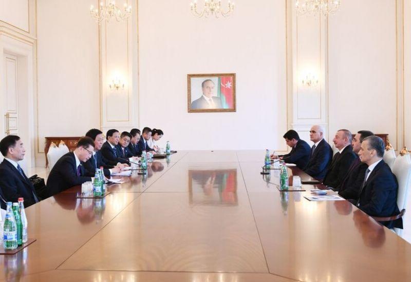 Президент Ильхам Алиев принял главу Постоянного комитета Всекитайского собрания народных представителей