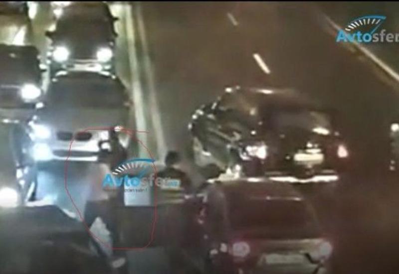 В Баку таксист напал на сотрудников дорожной полиции