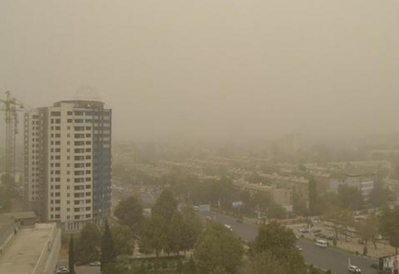 Пыльная буря накрыла Таджикистан