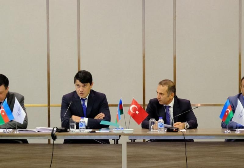 Фуад Мурадов встретился с азербайджанцами, проживающими в Стамбуле