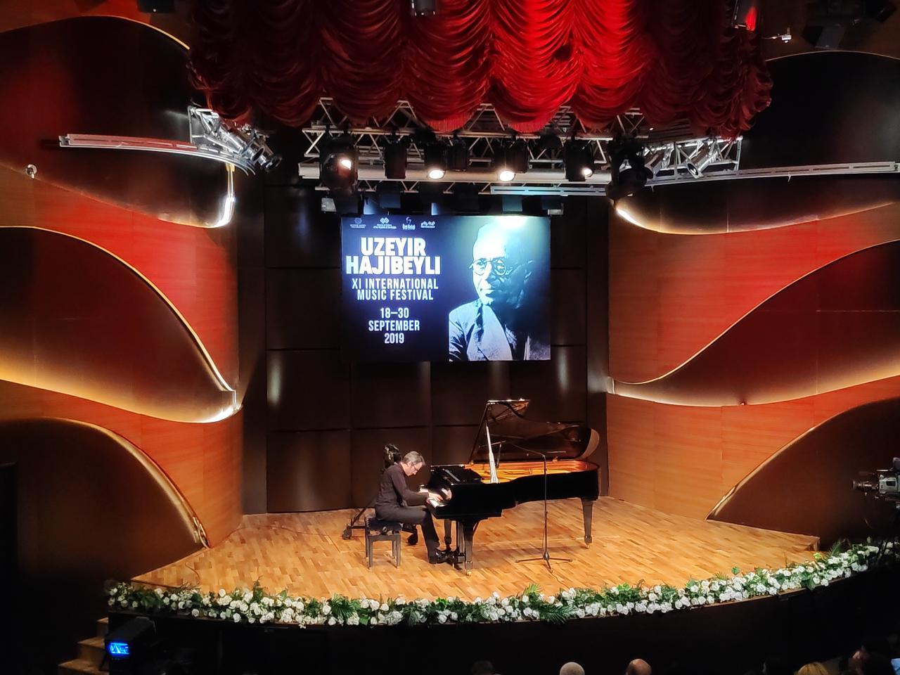 В Центре мугама прошел концерт итальянского пианиста