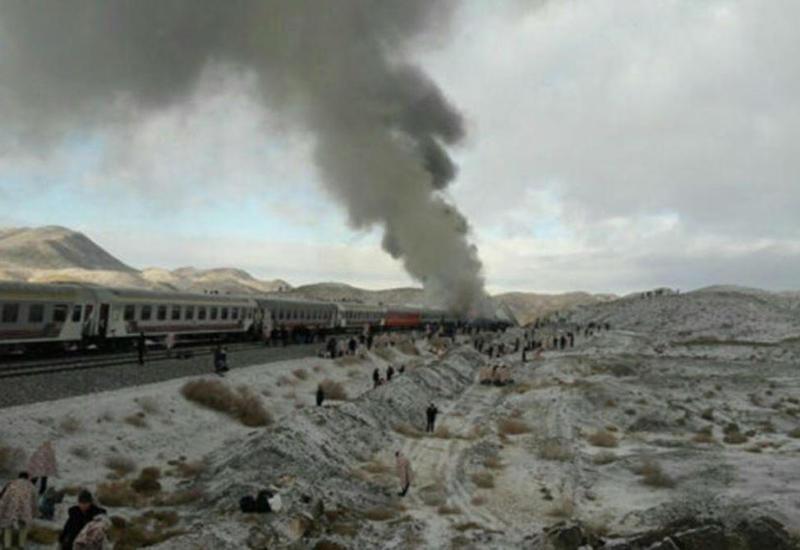 В Иране поезд сошел с рельсов, десятки пострадавших