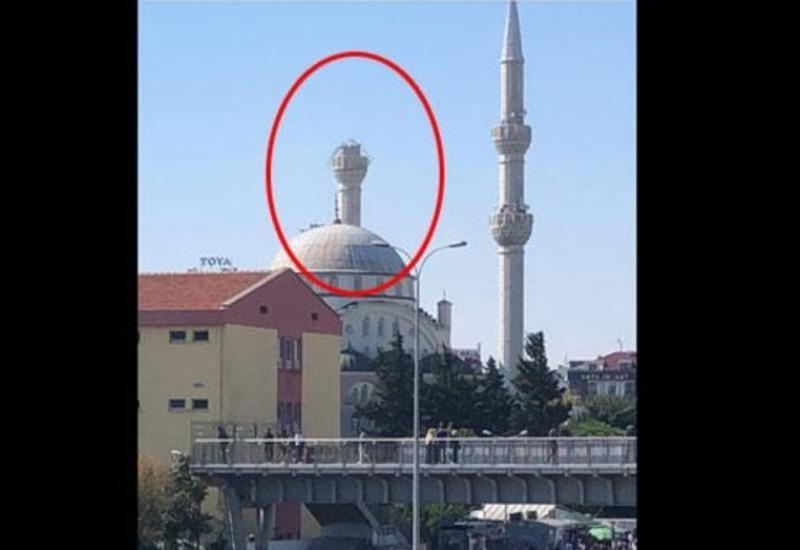 В Стамбуле рухнул минарет мечети из-за землетрясения