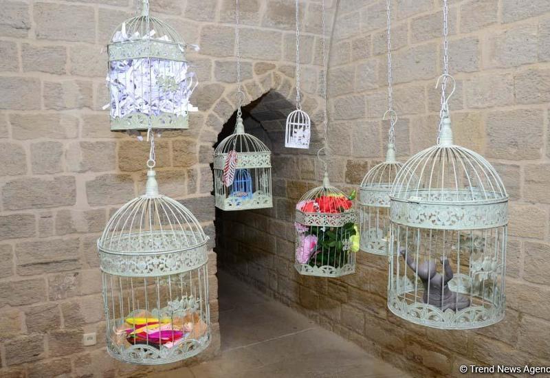 В рамках Фестиваля Насими во Дворце Ширваншахов открылась выставка İrfani sirlər