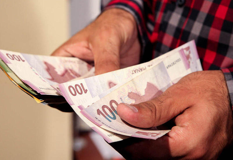Бакинские магазины заработали почти 17 млрд манатов
