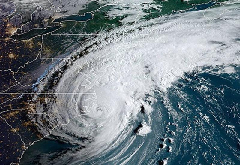 """Ураган """"Лоренцо"""" в Атлантическом океане усилился до высшей категории"""