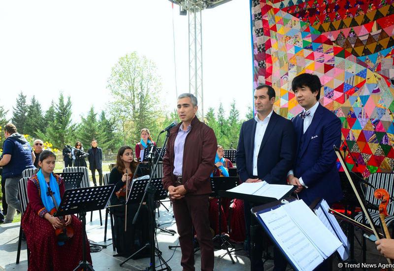 В рамках Фестиваля Насими в Шамахы прошло торжественное открытие выставки миниатюр, и был представлен концерт