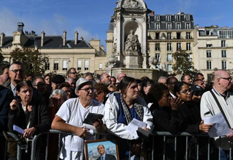Макрон прибыл на прощание с Шираком в церковь в Сен-Сюльпис в Париже