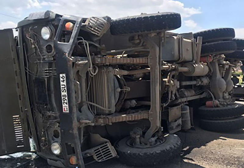 Четыре грузовика минобороны Армении устроили страшную аварию, много пострадавших