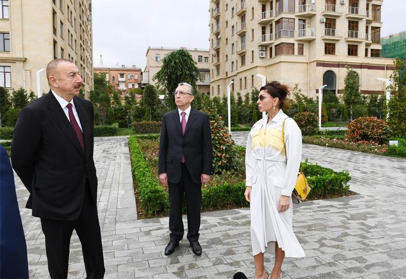 Президент Ильхам Алиев и Первая леди Мехрибан Алиева приняли участие в открытии нового парка на пересечении улиц 28 Мая, Диляры Алиевой и Фикрета Амирова в Баку