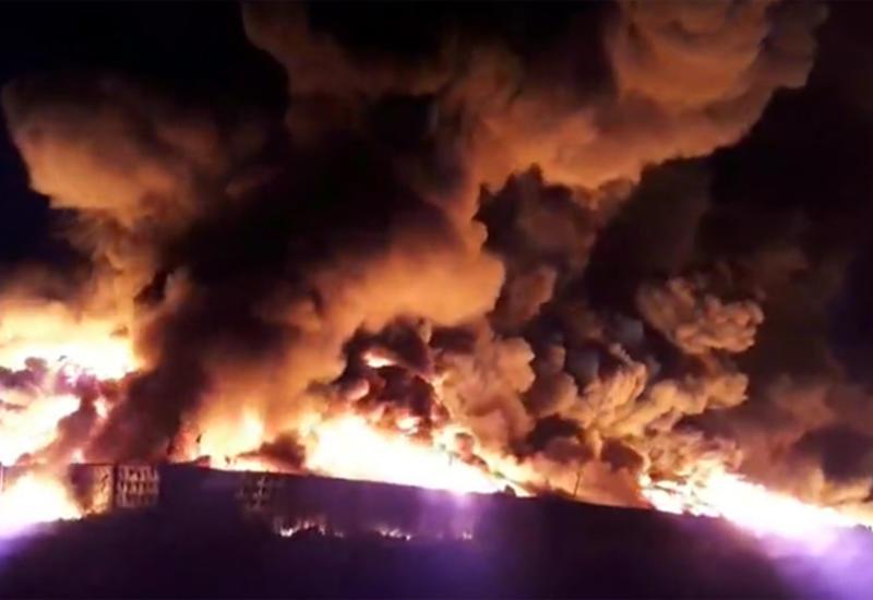 В Санкт-Петербурге произошел крупный пожар на складе