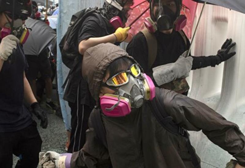 Радикальные протестующие держат Гонконг в страхе