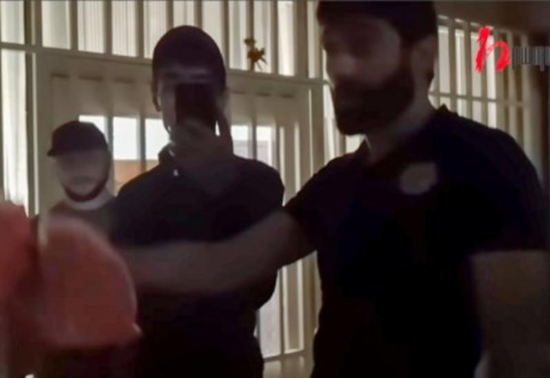 В Ереване радикалы напали на редакцию газеты