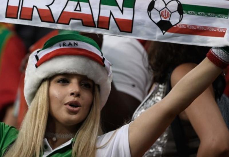 Иранские болельщицы разметают билеты после 40-летнего запрета ходить на стадион