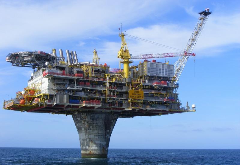 Как строят нефтяные платформы в море