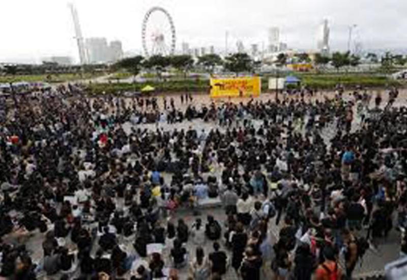 Десятки человек получили ранения в ходе беспорядков в Гонконге