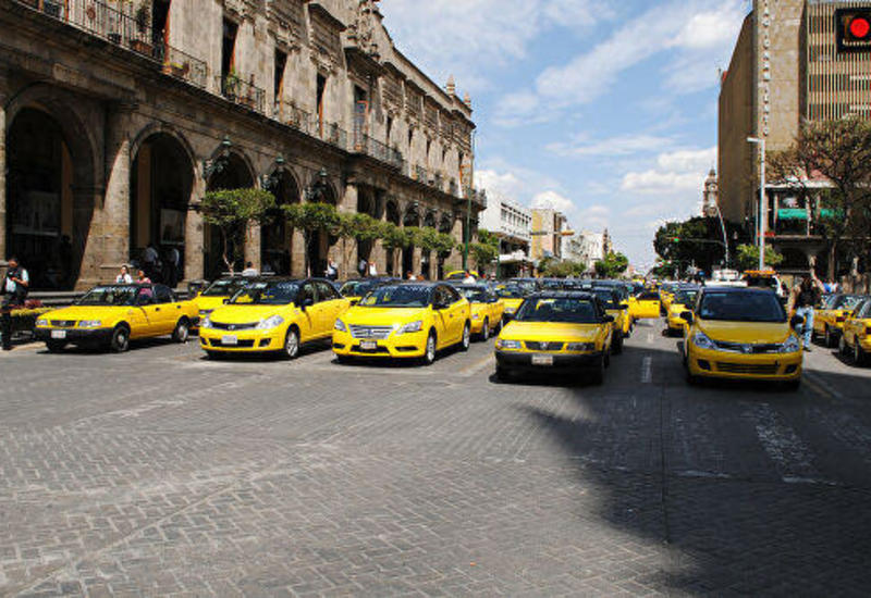 Бастующие таксисты блокировали аэропорт Мехико