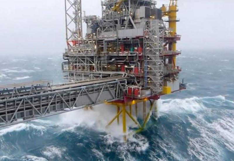 SOCAR эвакуировала нефтяников в связи с сильным ветром