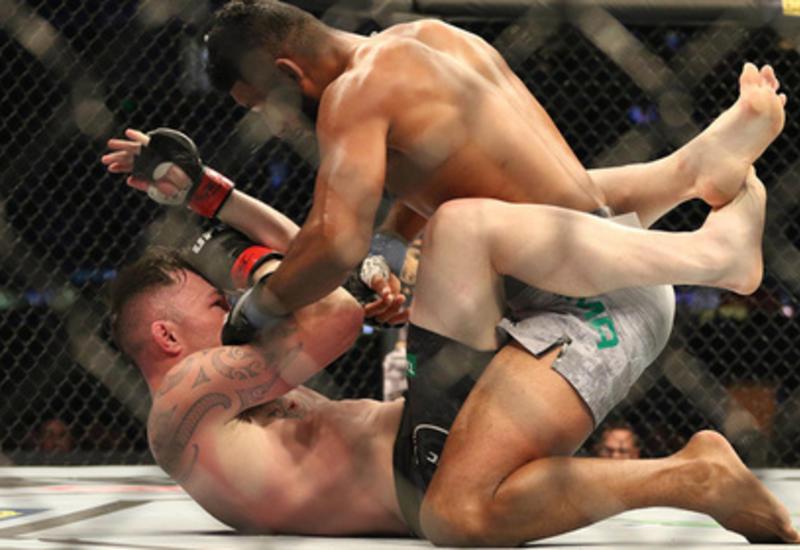 Боец UFC решил опротестовать собственную победу