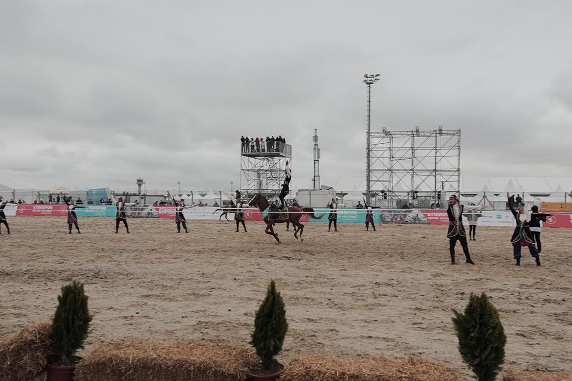 Невероятное шоу карабахских скакунов в Турции