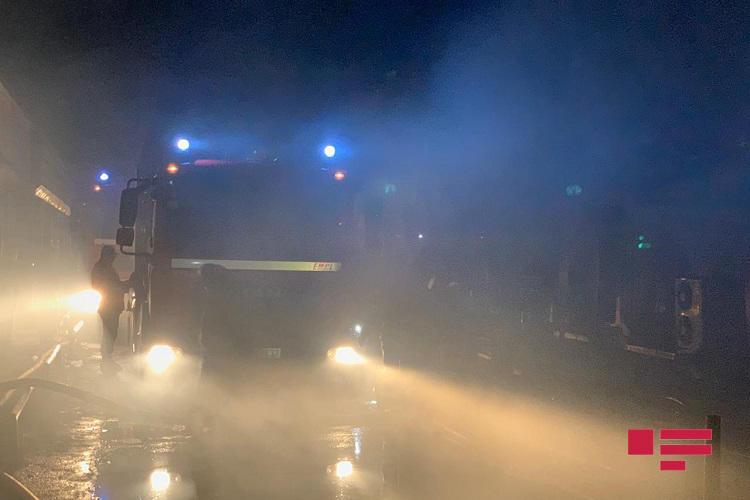Сильный пожар в торговом центре в Баку