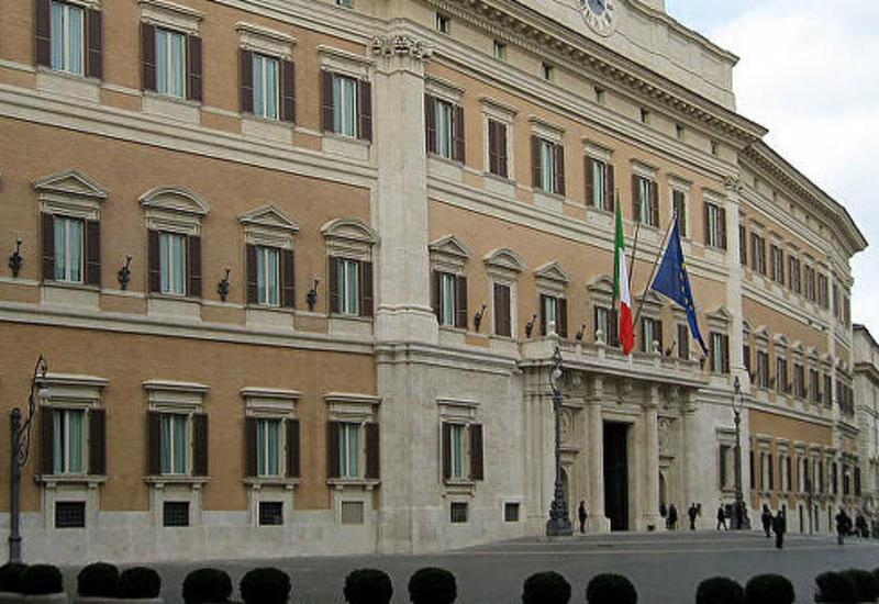 Парламент Италии принял закон о сокращении числа депутатов на 345 человек