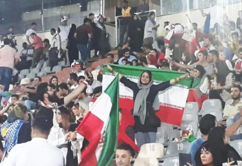 В Тегеране прошел митинг против допуска болельщиц на стадионы