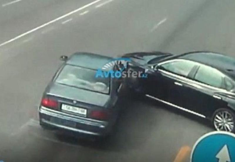 В Баку на одном и том же месте произошло четвертое ДТП