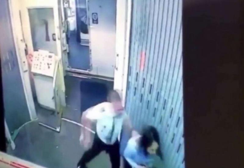 Драка пилота и стюардессы в самолете попала на камеры