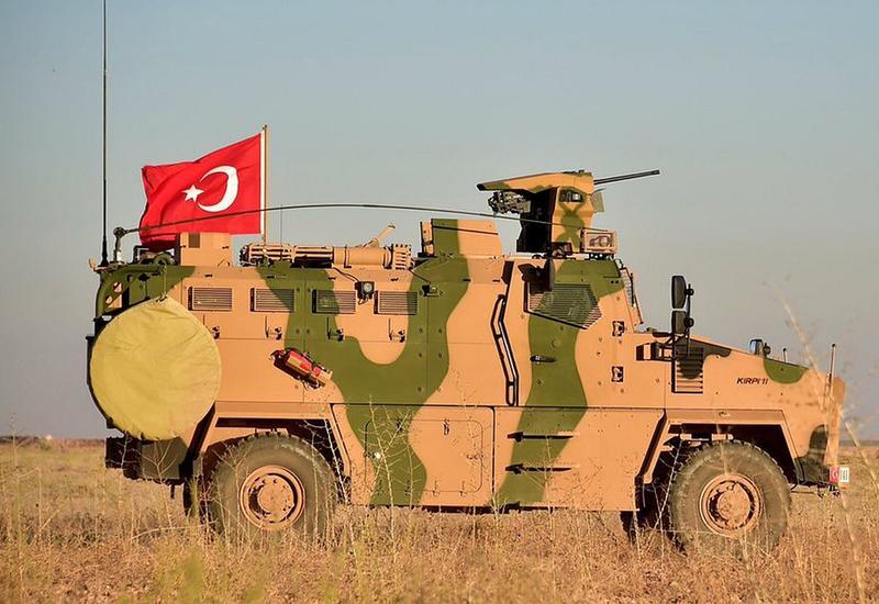 Турция перебросила бронетехнику к границе с Сирией