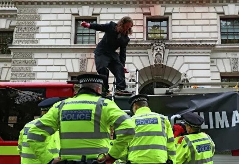 В Лондоне за четыре дня задержали более 800 человек