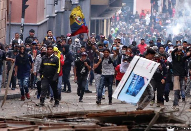 В Эквадоре протестующие взяли в заложники восьмерых полицейских