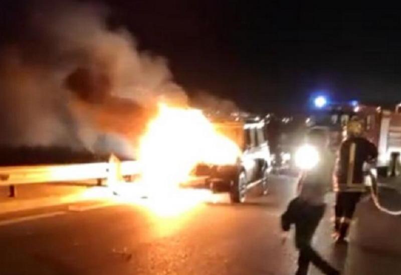 В Баку сгорел Gelandewagen