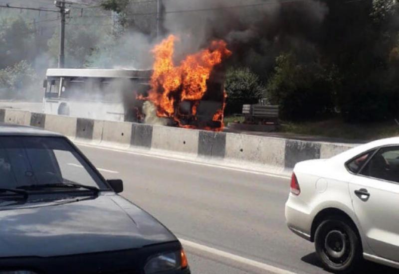 В Иране загорелся автобус с азербайджанскими паломниками