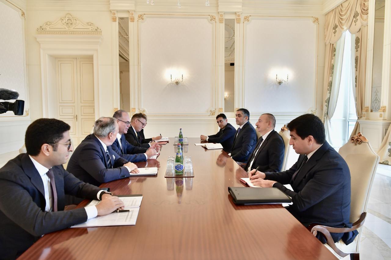 Президент Ильхам Алиев принял делегацию во главе с федеральным министром транспорта, инноваций и технологий Австрии