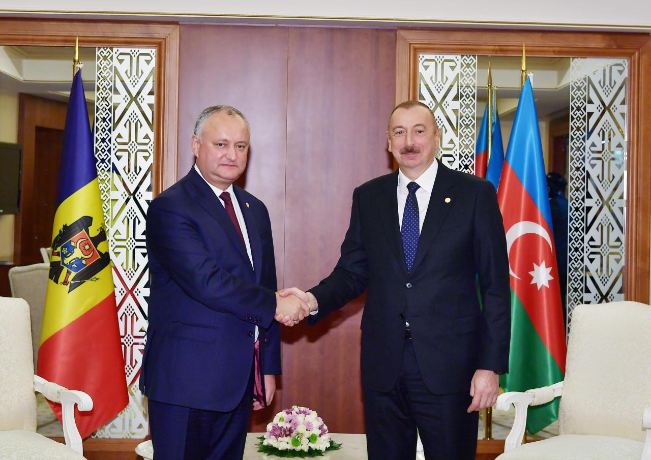 Президент Ильхам Алиев встретился в Ашгабаде с Президентом Молдовы Игорем Додоном