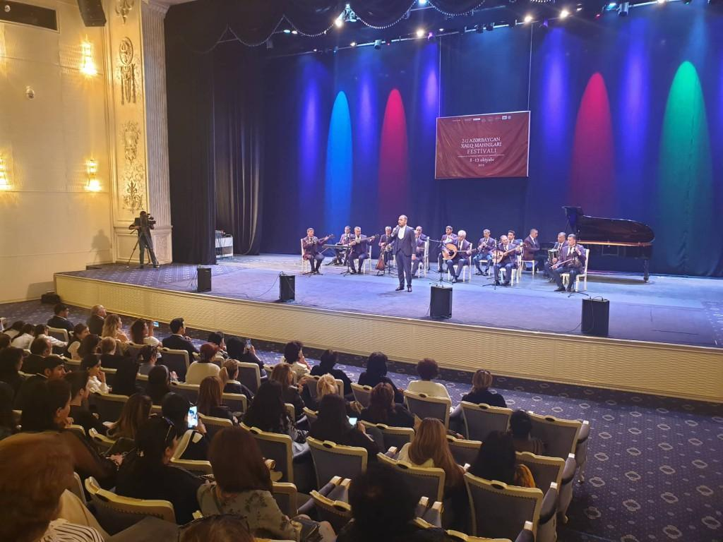 В Баку и Гяндже стартовал второй Фестиваль азербайджанских народных песен