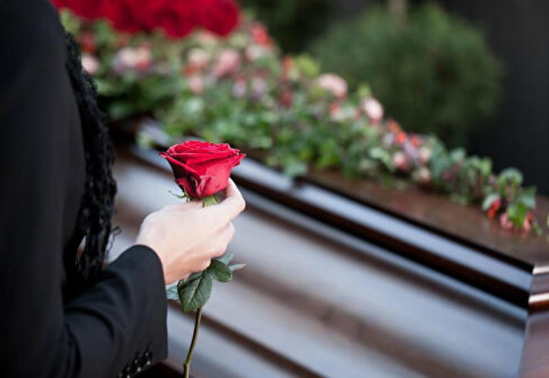 В Индонезии мужчина пришел домой через семь часов после своих похорон