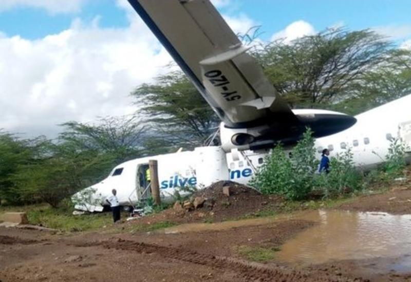 В Найроби пассажирский самолет выкатился за пределы взлетной полосы