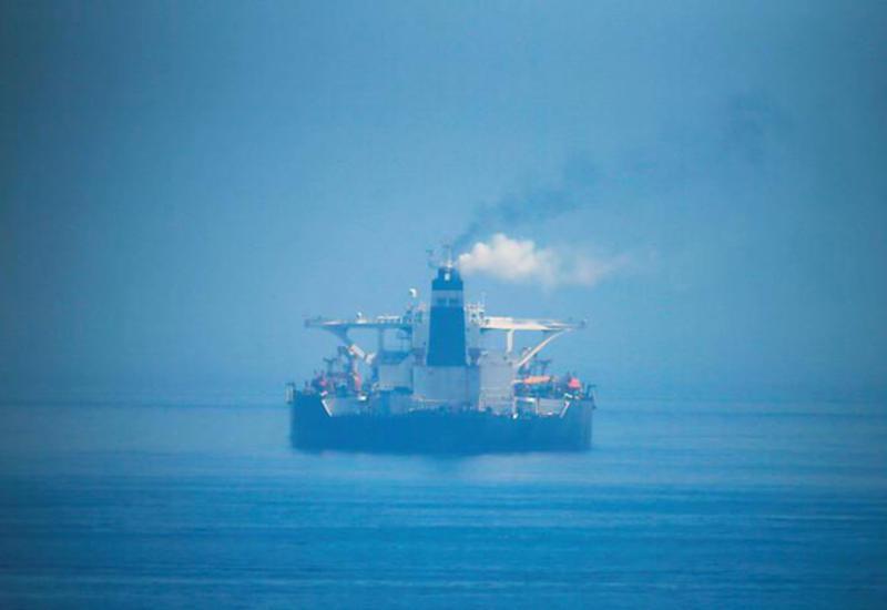 Атакованный иранский танкер истекает нефтью и загрязняет Красное море