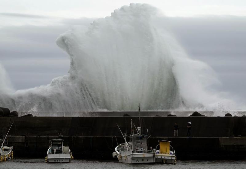 На Японию обрушился мощный тайфун: миллионы людей готовятся к эвакуации