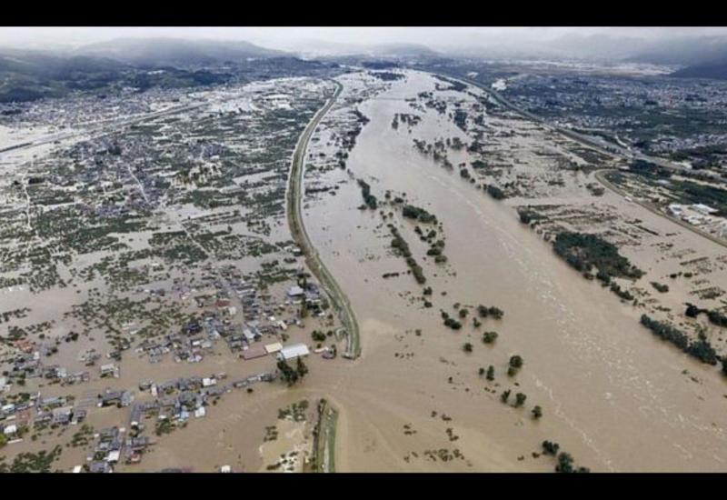 """В Японии более 20 рек вышли из берегов из-за тайфуна """"Хагибис"""""""