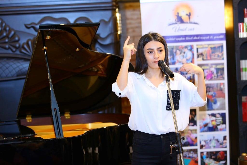 В Бакинском книжном центре прошел необычный вечер поэзии