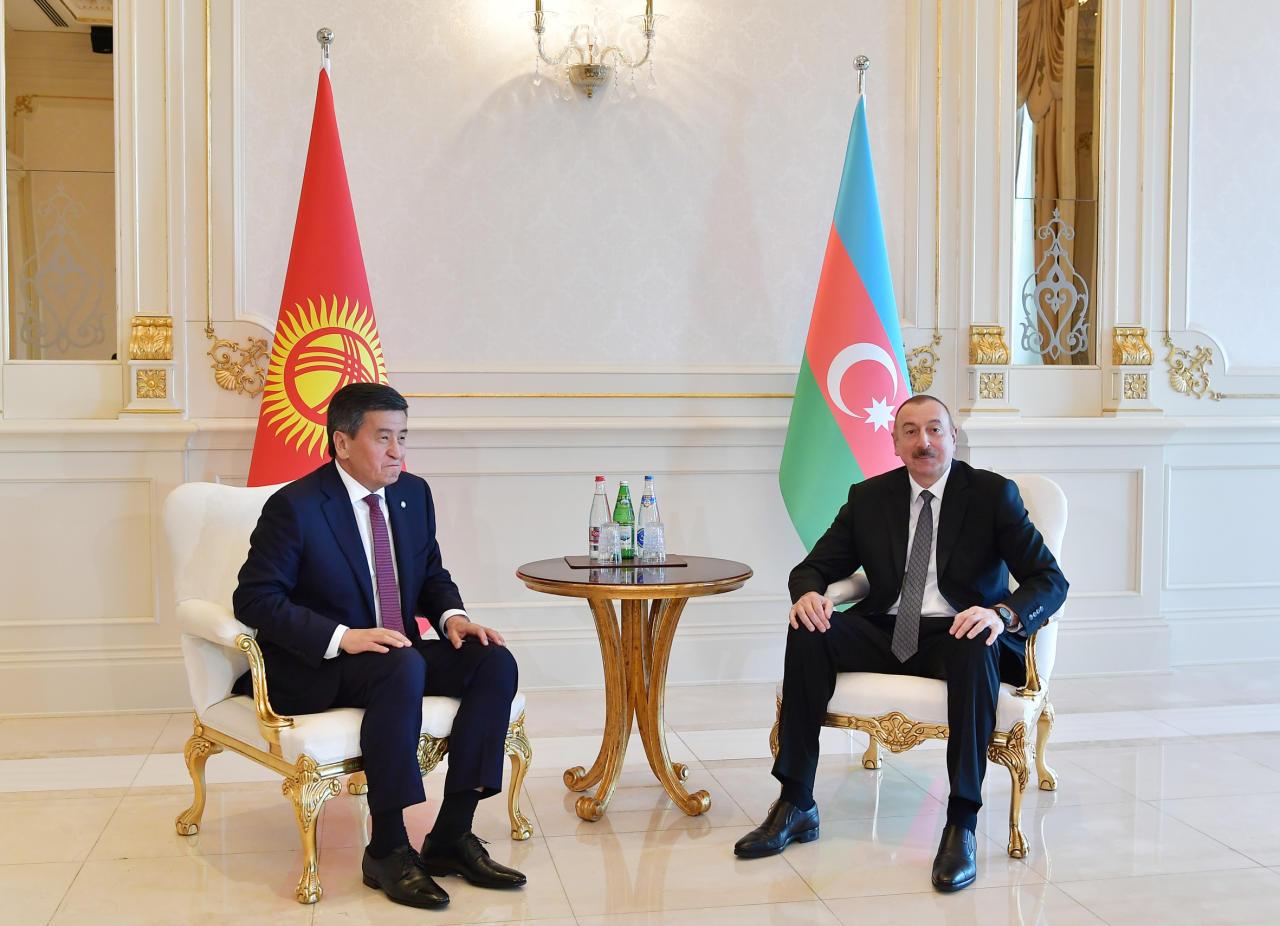 Президент Ильхам Алиев встретился с Президентом Кыргызстана Сооронбаем Жээнбековым в Баку