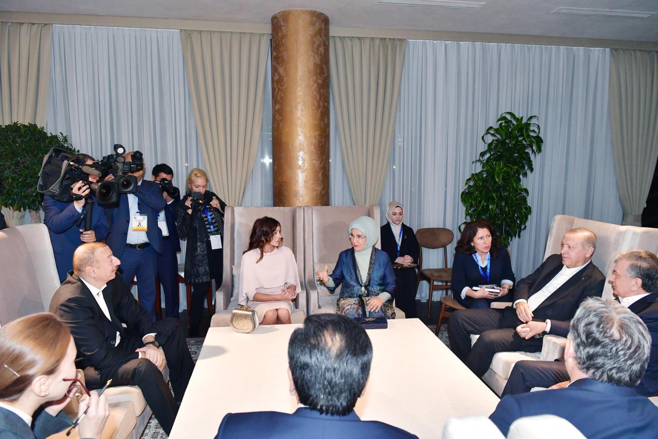 Президент Ильхам Алиев и Первая леди Мехрибан Алиева приняли участие в совместном ужине с главами государств и правительств, участвующих в саммите Тюркского совета